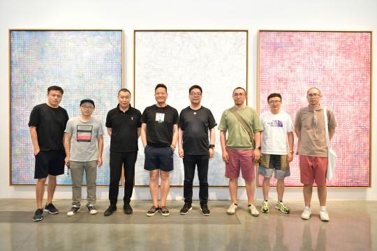 艺术家张志坚(左五)及到场嘉宾