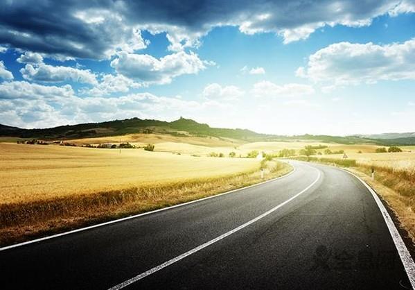 用中国理论阐释中国道路